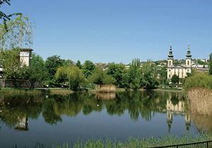 A Feneketlen-tó és parkja