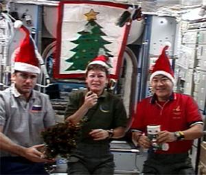 Mikulássapkás űrhajósok